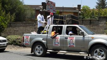 Appeals for peace from the back of a pick-up truck in the streets of Nairobi (c) DW/M.Braun