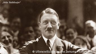 ADOLF HITLER, 1933 Portrait auf Postkarte. Urhebervermerk: ullstein bild - Süddeutsche Zeitung Photo / Scherl