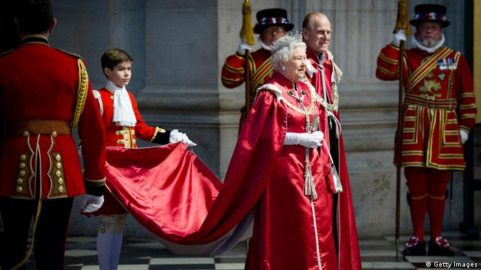 Queen mit Purpurschleppe vor St. Paul's, Foto: Getty Images