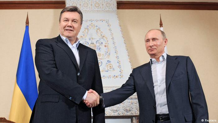 Russia's President Vladimir Putin (R) shakes hands with his Ukrainian counterpart Viktor Yanukovich during their meeting at the Zavidova residence in the Tver region March 4, 2013 in this photo provided by RIA Novosti. REUTERS/Alexei Druzhinin/RIA Novosti/Pool (RUSSIA - Tags: POLITICS) ATTENTION EDITORS - THIS IMAGE WAS PROVIDED BY A THIRD PARTY. FOR EDITORIAL USE ONLY. NOT FOR SALE FOR MARKETING OR ADVERTISING CAMPAIGNS. THIS PICTURE IS DISTRIBUTED EXACTLY AS RECEIVED BY REUTERS, AS A SERVICE TO CLIENTS