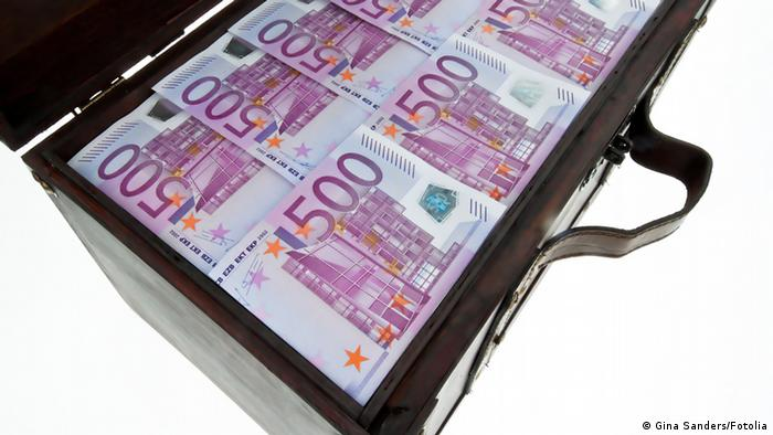 A briefcase full of 500 euro notes © Gina Sanders - Fotolia.com
