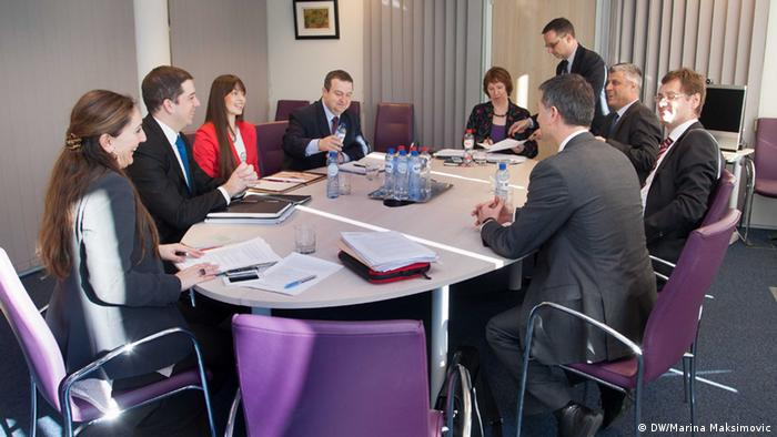 serb premier Ivica Dacic, , EU foreign affairs chief Catherine Ashton and Kosovar premier Hashim Thaci in talks (Photo: DW/Marina Maksimovic)