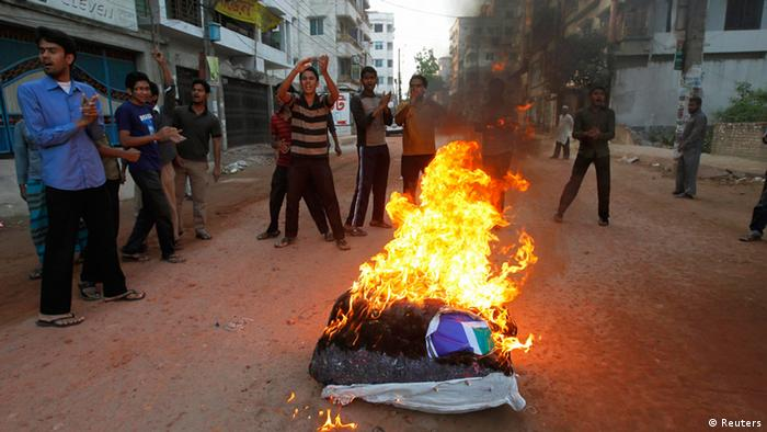Activists from Bangladesh's Jamaat-e-Islami set fire to a pile of cotton material on a street during the first day of a two-day-long strike to protest against the decision by the country's war crimes tribunal to deliver judgement in the cases involving their top leaders in Dhaka March 3, 2013. Bangladesh deployed troops on Sunday to a town where eight people were killed in clashes between police and Islamist party supporters protesting against the conviction of party leaders on charges stemming from the country's 1971 independence war. Bangladesh has been rocked by protests and counter-protests since January, when a tribunal set up by the government to investigate abuses during the war of independence against Pakistan handed down its first conviction, sentencing a leader of the Jamaat-e-Islami party in absentia to death. REUTERS/Andrew Biraj (BANGLADESH - Tags: POLITICS CIVIL UNREST CRIME LAW)