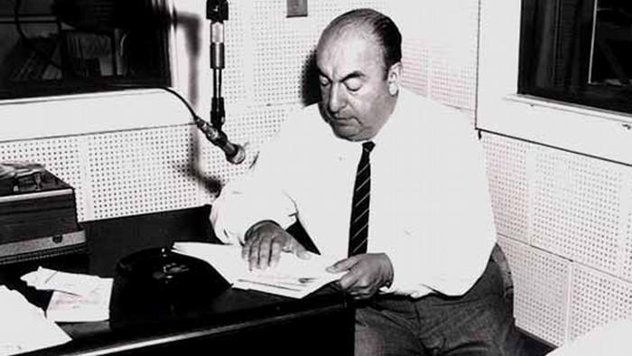 Pablo Neruda during a Library of Congress recording session, 20 June 1966 Quelle: Wikipedia gemeinfrei