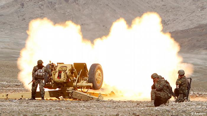 Afghan National Army soldiers fire artillery during a military training in Laghman province, March 5, 2013. REUTERS/Parwiz (AFGHANISTAN - Tags: MILITARY)