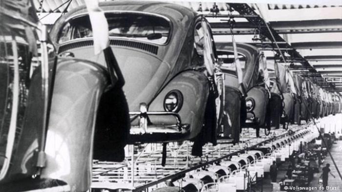 Linha de montagem da Volkswagen do Brasil em São Bernardo, nos anos 1970