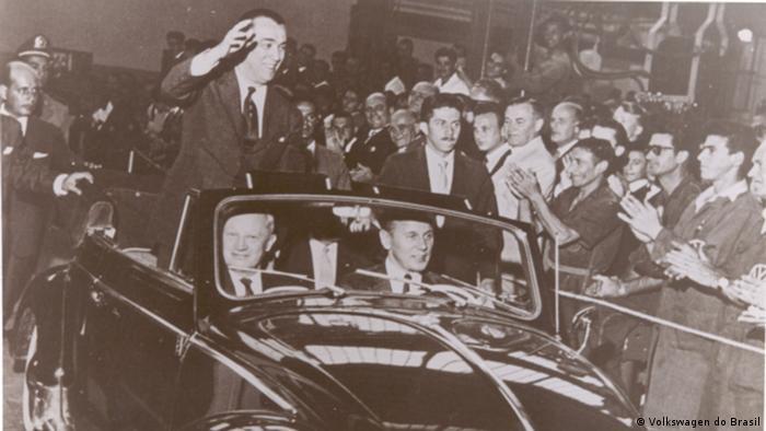 Offizielle Einweihung des VW begleitet von dem damaligen Präsidenten Juscelino Kubitschek