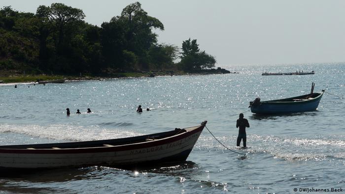 Lago Niassa, com barcos de pesca