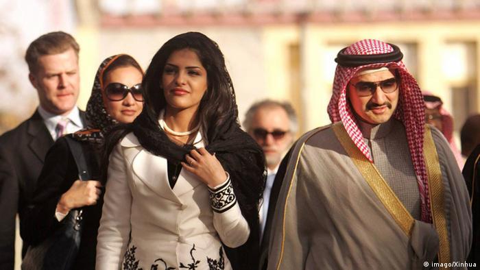 به گزارش نشریه اقتصادی فوربس، شاهزاده ولید بن طلال آل سعود جزو ۵۰ مرد ثروتمند جهان است. او برای مسافرت از بوئینگ ۴۰۰- ۷۴۷ خود استفاده میکند. شاهزاده ولید البته پیشتر ایرباس آ۳۸۰ خود را فروخته است. هزینه سالانه پرواز شاهزاده سعودی که علاوه بر توییتر و اپل در هتلهای زنجیرهای فورسیزنز و مؤسسه نیوزگروپ روپرت مرداک هم سرمایهگذاری کرده ۳ میلیون و ۸۶۰ هزار برآورد شده است.