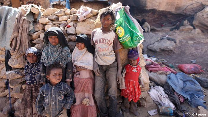 Poor children in Yemen Copyright: REUTERS/Mohamed al-Sayaghi