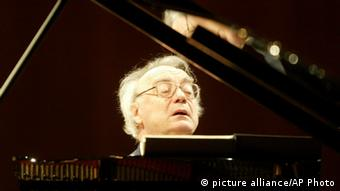 Alfred Brendel at the piano. AP Photo/Keystone, Urs Flueeler