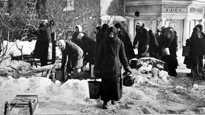 Во время блокады Ленинграда. Зима 1942 г.