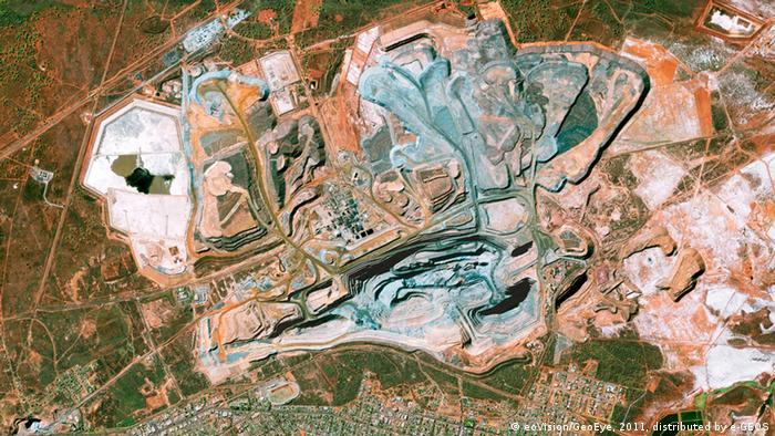 Destrucción de la corteza terrestre en la mina Super Pit, cerca de Kalgoorlie, Australia