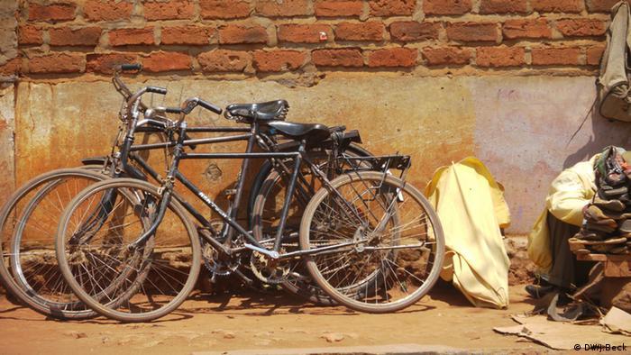 Bicicletas no centro de Lichinga - as bicicletas são um meio de transporte muito importante na cidade (fotos de 2012)