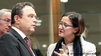 epa03613242 German Interior Minister Hans-Peter Friedrich (L) chats with his Austrian counterpart Johanna Mikl Leitner (R) at the start of a European Union interior and home affairs ministers council meeting at the European headquarters, in Brussels, Belgium, 07 March 2013. Bulgaria and Romania were set on 07 March to be handed yet another setback in their bid to join the border-free Schengen area, with the European Union interior ministers expected to avoid a vote on the matter. The pair have fulfilled all technical requirements to join the free-travel area since 2011, but have seen their accession repeatedly delayed due to concerns that their failure to rein in corruption and organized crime would put the 26 Schengen members at risk. EPA/OLIVIER HOSLET pixel