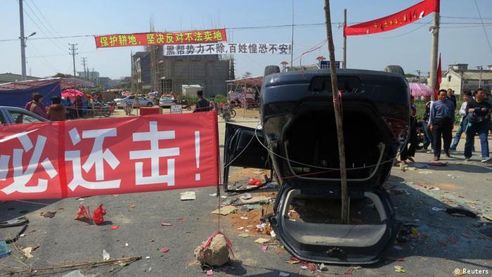 Proteste im Dorf Shangpu 05.03.2012 (Foto: Reuters)