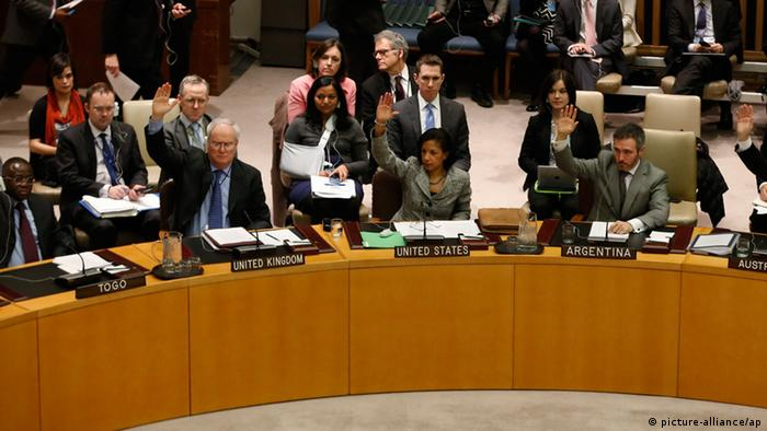 Members of the United Nations Security Council vote to tighten sanctions on North Korea at the United Nations Headquarters in New York, March 7, 2013. In response to North Korea's third nuclear test, the U.N. Security Council voted on Thursday to tighten financial restrictions on Pyongyang and crack down on its attempts to ship and receive banned cargo in breach of U.N. sanctions. REUTERS/Brendan McDermid (UNITED STATES - Tags: POLITICS)