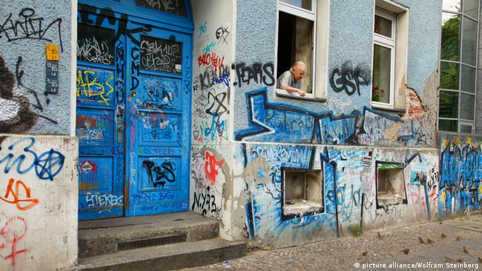Graffiti on apartment building in Berlin Kreuzberg, Copyright: picture alliance/Wolfram Steinberg