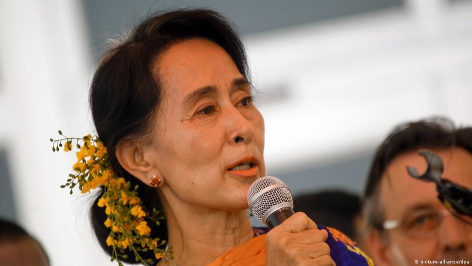 缅甸民主党领袖昂山素季计划于4月13日到19日访问日本。据法新社报道,日本方面周三晚间发布了这一消息。这将是这位诺贝尔和平奖获得者在解除软禁之后首次到访日本,她上一次到日本还是在1985年到1986年之间作为京都大学的访问学者。据悉,昂山素季将会重访京都,并在大学里发表演讲,会见生活在日本的缅甸侨民,并和包括首相安倍晋三在内的日本政要举行会谈。和其他西方工业国家不同,日本即使在缅甸军政府统治期间也一直保持着和缅甸的贸易关系,并为其提供援助。此次昂山素季到访预计将进一步推动两国的经济合作。
