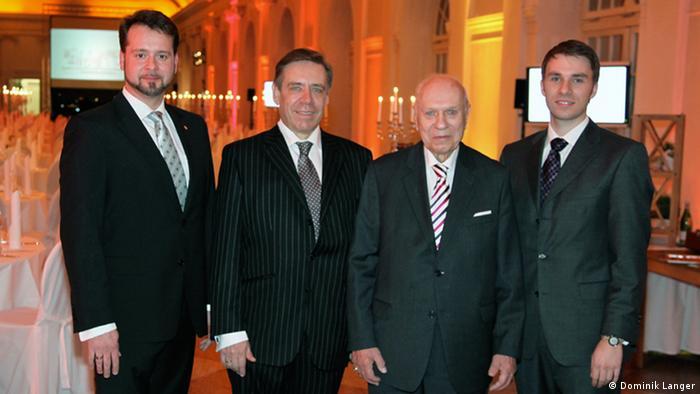 Семья Лангер: 92-летний Арнольд Лангер, его сын Вольфрам и внуки Себастиан (слева) и Доминик