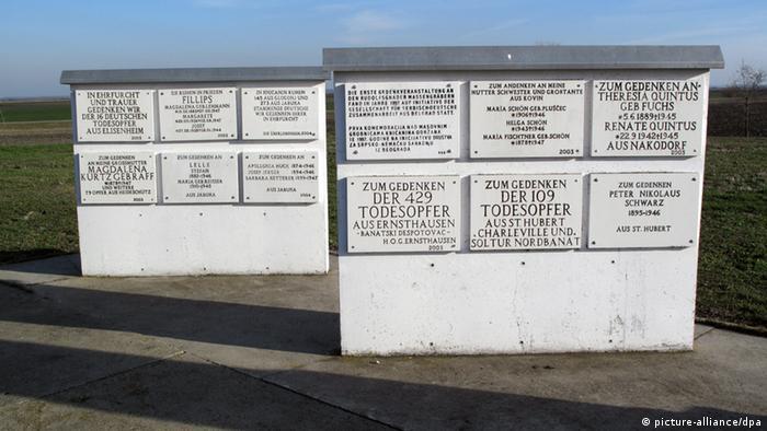 Spomenik Podunavskim Švabama u nekadašnjem njemačkom selu Rudolfsgnadu, koje se danas zove Knićanin