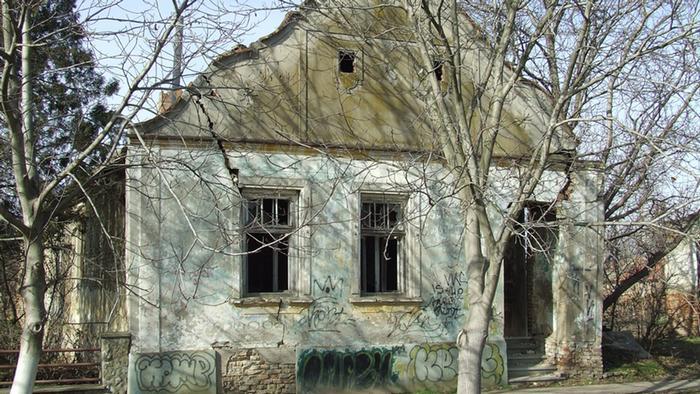 Napuštena kuća jedne njemačke oboteji u Vojvodini (Kničani)