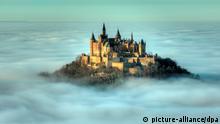 Nebel an der Burg Hohenzollern (picture-alliance/dpa)