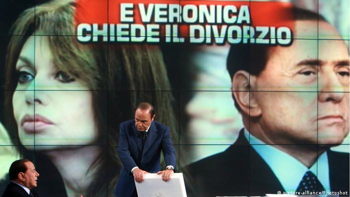 Galerie Berlusconis laufende Prozesse Scheidung 2009 von seiner Ehefrau Victoria Lario (picture-alliance/Photoshot)