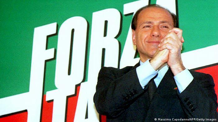 Foto de Silvio Berlusconi ao subir ao poder em 1994