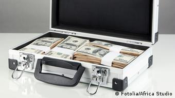 #49479497 - Suitcase with 100 dollar bills on grey background Autor Africa StudioPortfolio ansehen Bildnummer 49479497 Land Ukraine