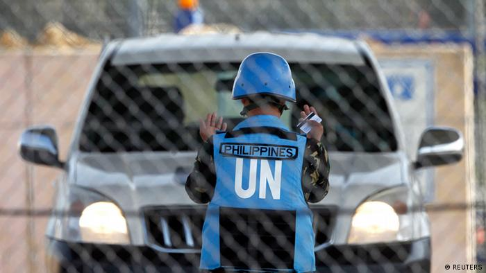 Filipino United Nations peacekeepers drive at the Kuneitra border crossing between Israel and Syria, in the Israeli occupied Golan Heights March 9, 2013. REUTERS/Baz Ratner (ISRAEL - Tags: POLITICS CIVIL UNREST)