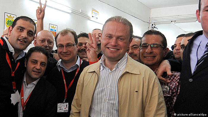 Dr. Joseph Muscat (C), Labour party leader and Prime Minister in waiting after declaring victory in the Maltese general election, at a polling center in Naxxar, Malta, 10 March 2013. Photo: EPA/LINO ARRIGO AZZOPARDI +++(c) dpa - Bildfunk+++