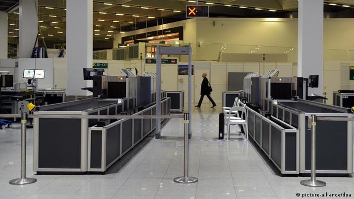 Flughafen Dusseldorf Lahmgelegt Aktuell Deutschland Dw 10 03 2013