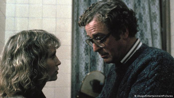 Filmstill aus Woody Allens Hannah und ihre Schwestern (1986), Mia Farrow und Michael Caine blicken sich an (imago).