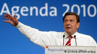 Gerhard Schröder Archivbild 2003 (Photo: Bernd Thissen dpa/lnw)