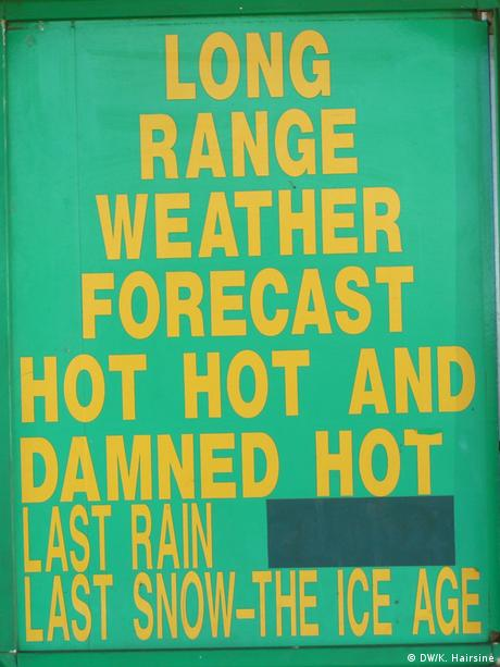 Sign about the weather at a petrol station in Western Australia (Photo: DW/Kate Hairsine)