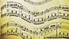 Symbolbild Musik musizieren Noten Partitur Notenschlüssel Nostalgisches Notenblatt