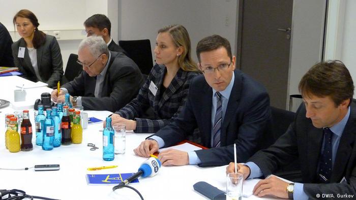 Глава правления Wintershall Марио Мерен (второй справа)