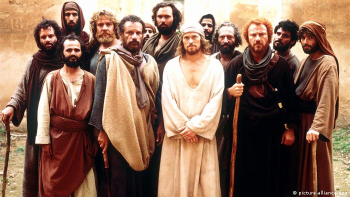 Film still of 'The Last Temptation of Christ' with a purely male cast (picture-alliance/dpa)