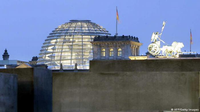 Купол рейхстага на фоне вечернего неба