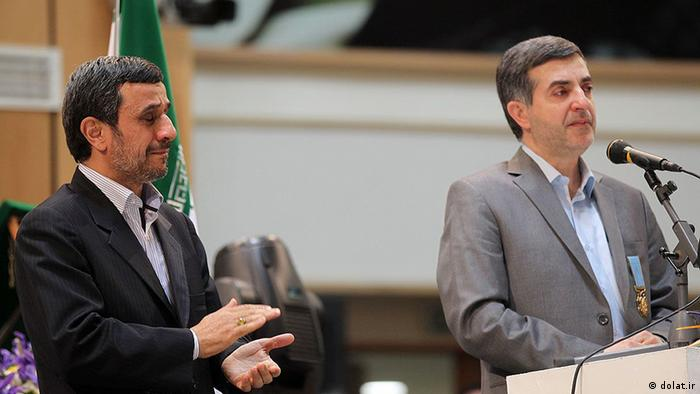 اسفندیار رحیممشایی در کنار محمود احمدینژاد در مراسم نوروزی بهار آمد