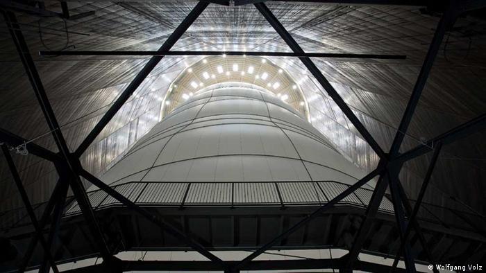 Big Air Package - Christo in Oberhausen (Wolfgang Volz)