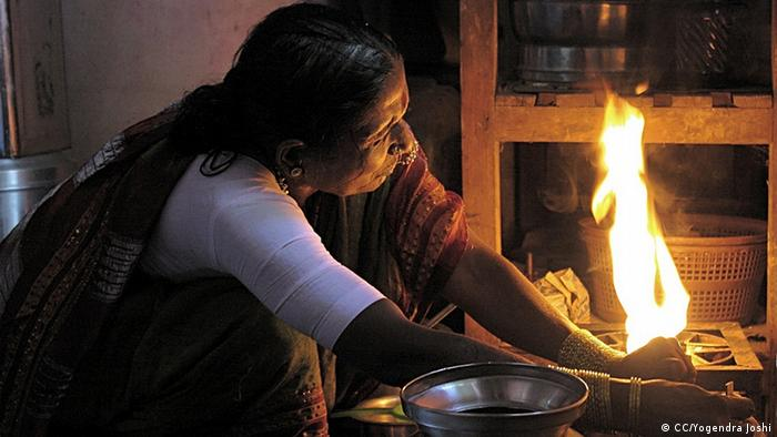 A woman in front of an open fire (Photo: Yogendra Joshi)