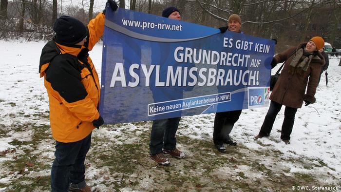 Aufmarsch der rechtsradikalen proNRW in Duisburg gegen din Roma Imigranten und Gegendemonstration des Bündnises für Toleranz und Zivilcourage. Foto: DW/Cristian Ștefănescu