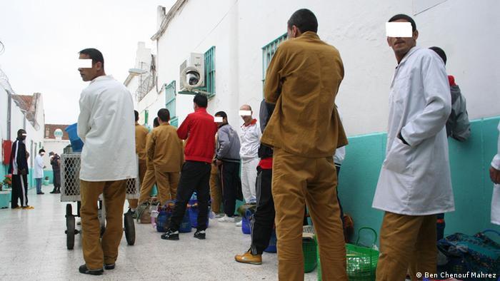 Internos do presídio El Harrach, Argélia