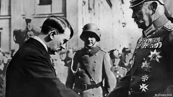 Chancellor Hitler officially takes power from President Hindenburg (Photo: ullstein bild)