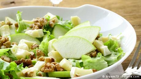 Salad with apples, walnuts and cheese (Copyright: dream79)