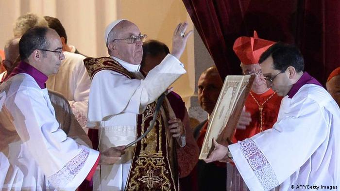 Papst Franziskus auf der Loggia des Petersdoms (Foto: AFP/Getty Images)