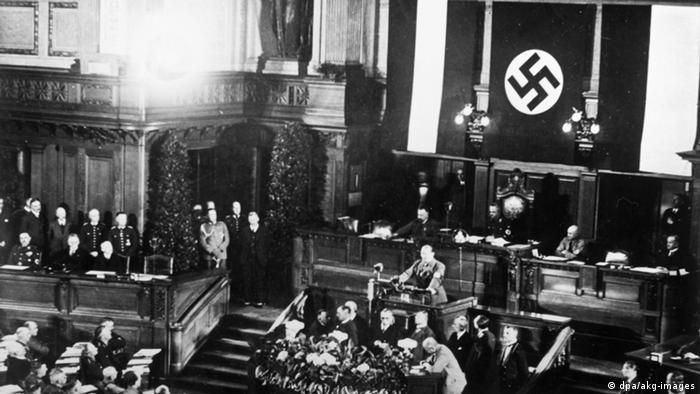 Ermächtigungsgesetz 1933 (dpa/akg-images)