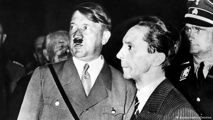 Adolf Hitler und Joseph Goebbels (dpa/everettcollection)